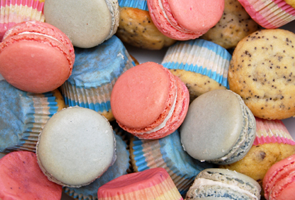baby shower pink and blue macarons